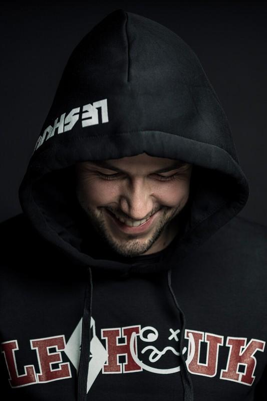 media/image/hoodie_men.jpg